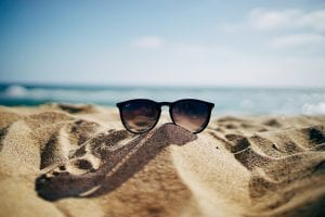 Trucos para lucir gafas de sol