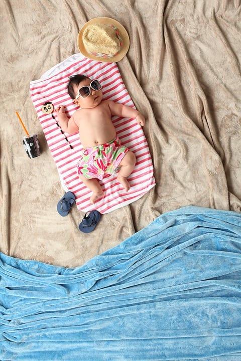 niño con bañadores infantiles